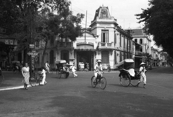 Bót Hàng Trống cạnh Hồ Gươm, (góc phố Tràng Thi - Lê Thái Tổ ngày nay)
