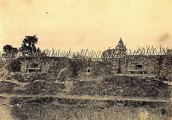 019.Vòng rào bằng tre và chiến lũy của của thành Hưng-Hóa