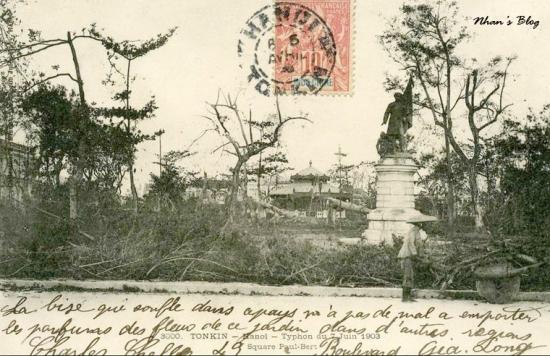 3000. Hãng P. Dieulefils cũng phát hành một loạt ảnh về bão 1903. Cảnh đổ nát trên quảng trường Paul Bert (quảng trường Lý Thái Tổ)