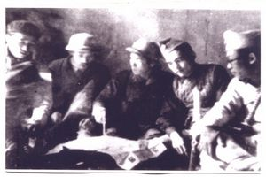 020.Ban chỉ huy mặt trận khu vực chợ Đồng Xuân họp bàn phương án chiến đấu, năm 1947