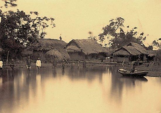 020.Kiểu làng an-nam-mít dọc theo bờ sông Hồng