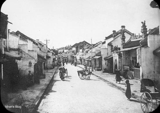 Đây là nơi tập trung của người làng Định Công di cư ra Thăng Long làm nghề vàng bạc.