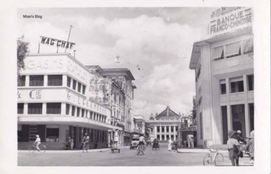 Hình dáng này giữ đến khi tòa nhà mang tên hiệu sách Hà Nội - Huế - Sài Gòn (sau là hiệu sách Quốc văn)