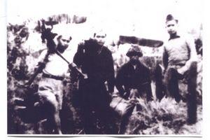 022.Hình ảnh các chiến sĩ quyết tử phố Hàng Bè khu Đông Kinh Nghĩa Thục chuẩn bị cho cuộc chiến đấu mới