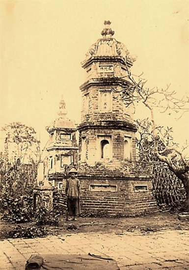 025.Một tháp ở chùa Báo ân