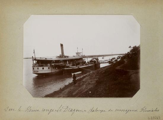 026.Trên sông Hồng, tàu 'Rồng' của hãng vận tải đường sông