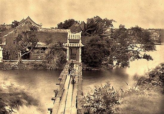 028.Cầu Thế-Hức đưa vào đền Ngọc-Sơn