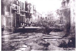 028.Hình ảnh quân dân Hà Nội phá đường, lập trận địa mìn, dựng chướng ngại vật trên đường phố để chặn đánh địch, năm 1946  _2