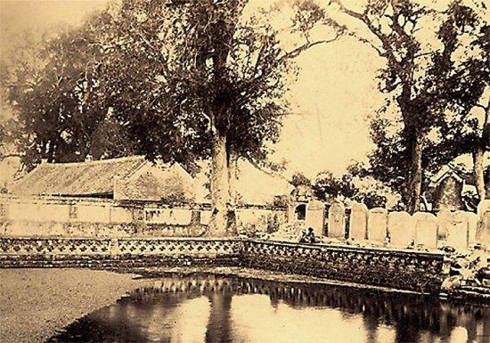 029.Văn Miếu. Pháp gọi là 'la pagode des Corbeaux'