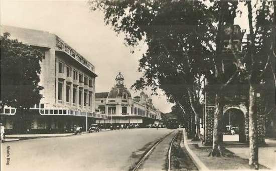 Một tòa nhà hiện đại theo phong cách Art Deco với những lam bê tông chống nắng đã thay thế vào vị trí khách sạn Terninus. Bộ mặt khu vực thay đổi hoàn toàn.