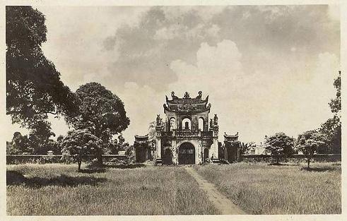 030.Cổng Văn Miếu những năm 1900,