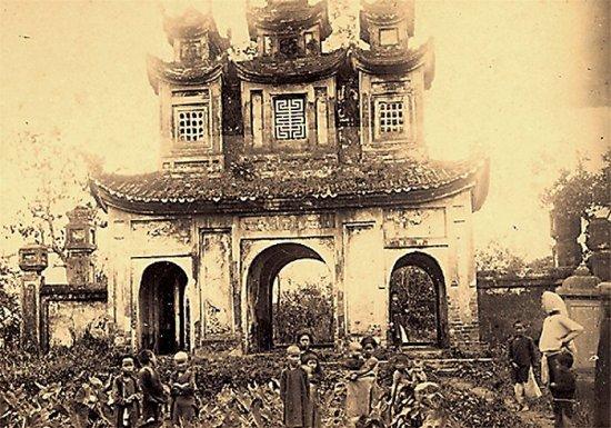 031.Một cổng chùa gần Hà Nội