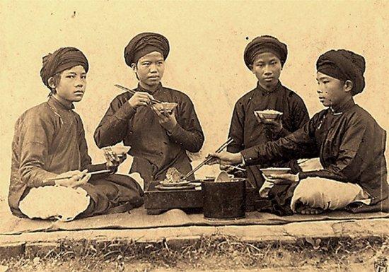 035.Bữa cơm trong trường Thiên Chúa giáo ở Nam-Ðịnh