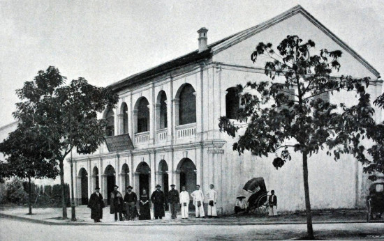 Nhà máy rượu đầu tiên của Hà Nội.
