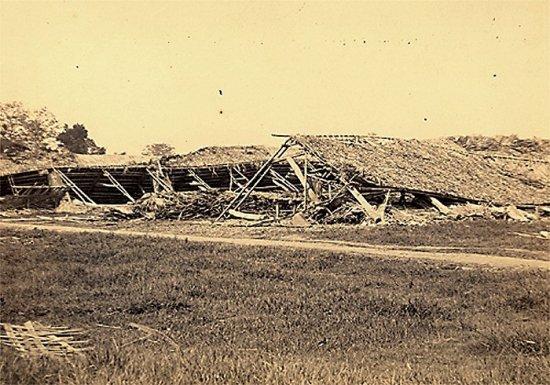 053.Một con đường của Hà Nội bị bão tàn phá