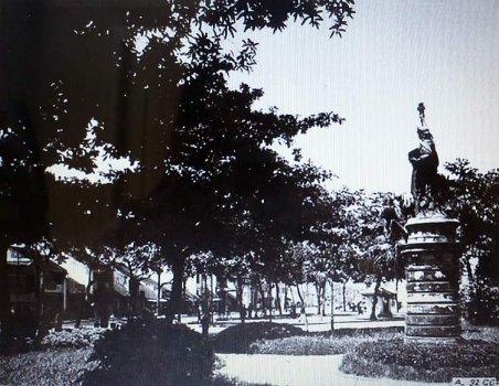 Tượng Nữ Thần đặt tại vườn hoa Cửa Nam -vườn hoa Neyret- (1896-1945)