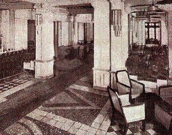 Từ thập kỷ 1930, khách sạn Metropole đã trở thành nơi gặp gỡ của các du khách sành điệu đến từ nhiều quốc gia trên thế giới. Trong thời gian diễn ra cuộc chiến tranh thế giới II, đây là một khách sạn hiếm hoi có khăn trải giường sạch sẽ và phục vụ các món đồ uống đắt tiền, như rượu Cognac pha với Soda. Do sở hữu máy phát điện chạy bằng dầu diesel, tình trạng cắt điện thường xuyên trong thành phố không làm cho khách sạn bị ảnh hưởng nhiều.