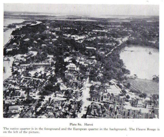 Cột ống khói cao so với khu vực  là Nhà đèn Bờ Hồ, năm 1943