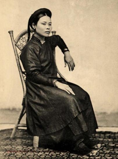 Thiếu nữ Hà Nội với tóc đuôi gà