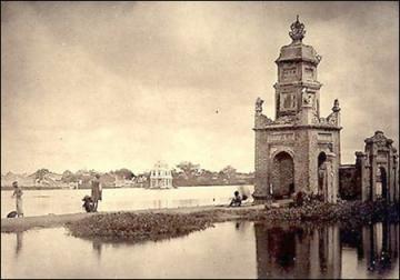 Thực dân Pháp phá chùa để làm Nhà Bưu điện, nay chỉ còn lại tháp Hòa Phong.
