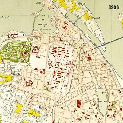 Bản đồ Hà Nội năm 1936. Cấu trúc hình vuông của Hoàng Thành bị phá vỡ bởi  đại lộ Puginier (tuyến đường Điện Biên Phủ hiện nay)