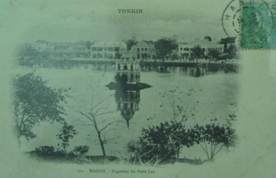 Bức ảnh về Hồ Gươm với Tháp Rùa in trên bưu thiếp năm 1906