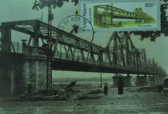 Cầu Long Biên bắc qua sông Hồng do thực dân Pháp xây dựng đầu thế kỷ 20.