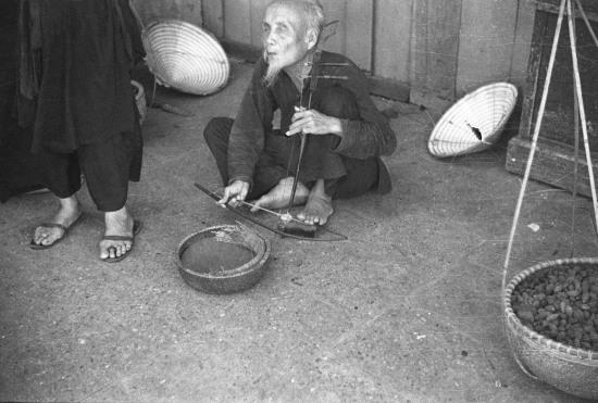 HANOI 1940 - A blind man on the street