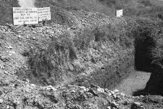 Hanoi - 1940 - Làm hào tránh bom máy bay.