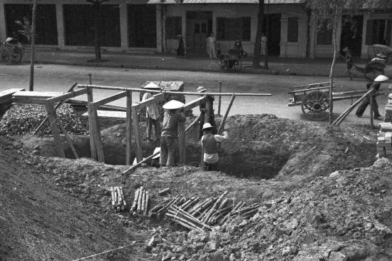 Hà Nội 1940 - Xây dựng nơi trú ẩn tránh các cuộc không kích