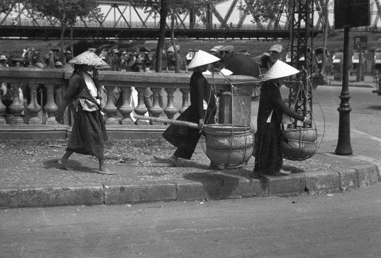 HANOI 1940 - Đường dẫn lên cầu Long Biên
