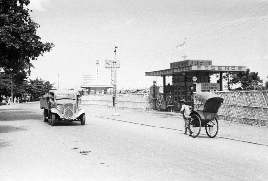 HANOI 1940 - trạm xăng Shell