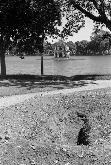 HANOI 1940 - View of ditch with Turtle Tower in background - đào hào ven Hồ Gươm.
