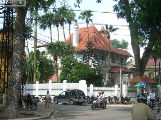 Biệt thự phong cách kiến trúc miền bắc nước Pháp trên phố Khúc Hạo