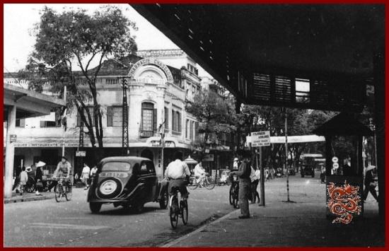 Nhìn từ phố Tràng Tiền về phía phố Hàng Khay ngày nay.