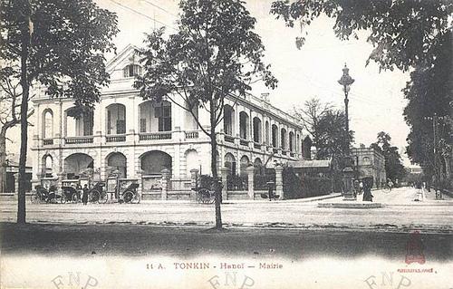 Toà Đốc lý hồi xưa, cửa chính ở phố Lê Lai