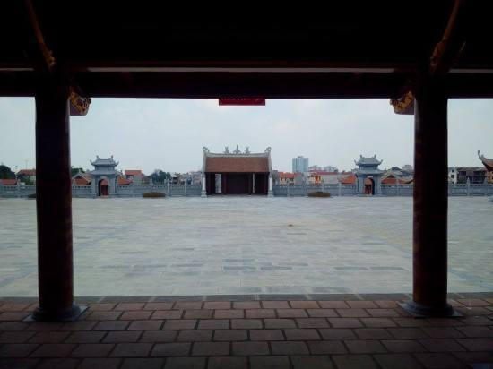 Sân hành lễ nhìn từ hậu cung