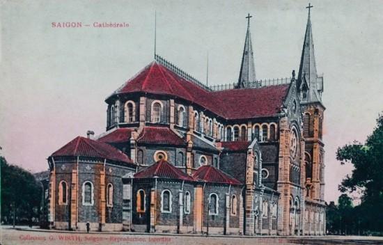 Nhà thờ Đức Bà được đặt viên đá đầu tiên bởi giám mục Isidore Colombert vào ngày 7/10/1877, khánh thành 3 năm sau (11/4/1880). Ban đầu, công trình có tên gọi là Nhà thờ Nhà nước do Pháp bỏ tiền xây dựng và quản lý. Đến nay, Nhà thờ toạ lạc giữa quận 1, là điểm tham quan của rất nhiều du khách trong và ngoài nước và là một trong những công trình kiến trúc cổ tiêu biểu của TP HCM.