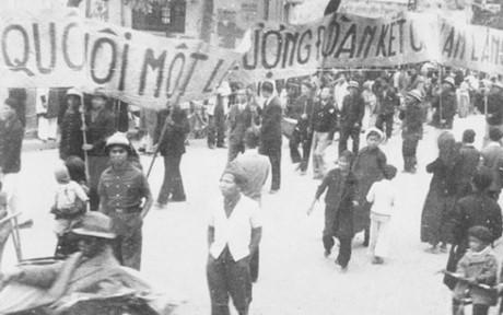 002.Nhân dân lao động Thủ đô cổ động cho ngày Tổng Tuyển cứ đầu tiên. (Ảnh Tư liệu TTXVN)