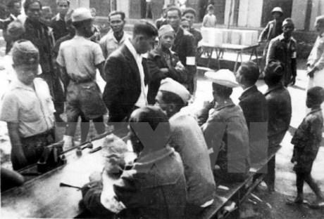 008.Một điểm bỏ phiếu ở Hà Nội trong ngày 6-1-1946. (Nguồn TTXVN)