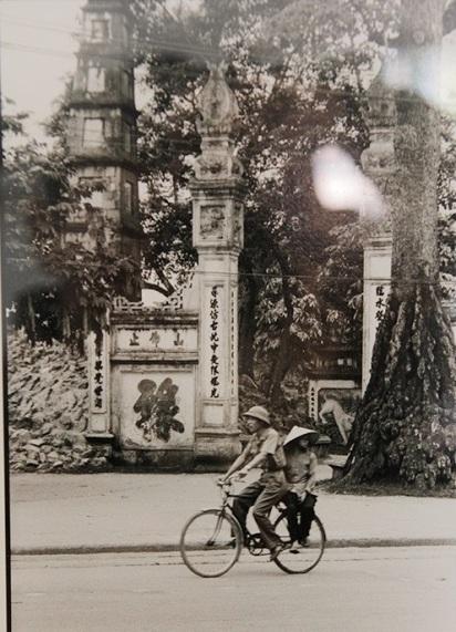 010. Cổng đền Ngọc Sơn, Tháp Bút