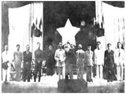 011. Chính phủ liên hiệp kháng chiến tuyên thệ trước Quốc hội ngày 2/3/1946. Phía sau là lá cờ đỏ sao vàng với múi sao rộng hơn hiện nay.