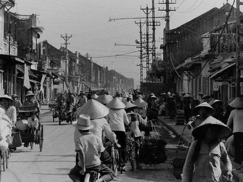 024.Giao thông trên phố Khâm Thiên