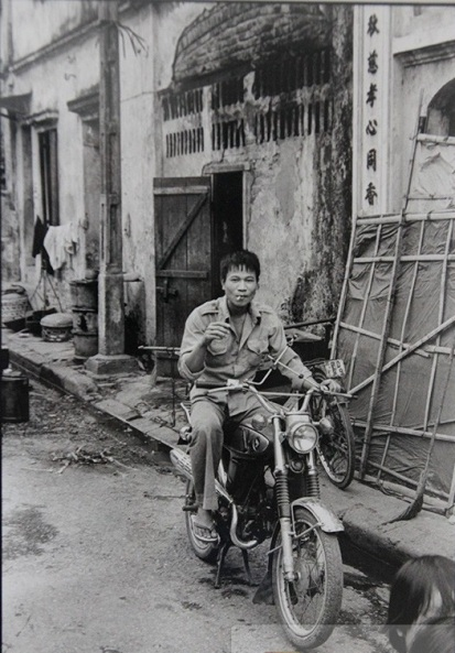 026. Xe máy được mang từ Miền Nam ra sau năm 1975 phải nhà giầu, dân chơi mới có