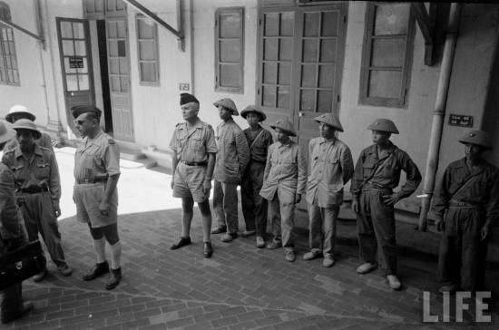 Việt Minh và Pháp bàn giao bót Hàng Trống