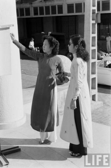 .... Jul 1954, dân chúng đọc Viet-Nam Presse