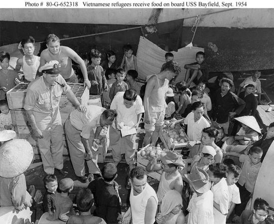 USS Bayfield di cư vào Nam 3 September 1954
