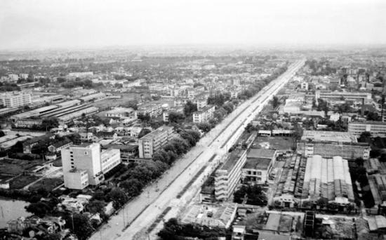 Đường Nguyễn Trãi năm 1992. Ảnh: TTXVN