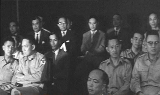 (từ trái qua phải) Tôn Thất Đính, Trần Văn Đôn, Lê Văn Kim, Trần Thiện Khiêm. Góc tay phải là Đại tá Nguyễn Văn Thiệu.