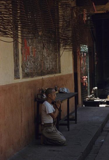 Trong một ngôi chùa của người Hoa ở Chợ Lớn .